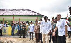 Bupati Sintang meninjau Lokasi Sanimas Di Desa Mekar Jaya,  Puskesmas kab, Sintang