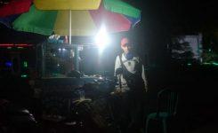 Foto/Istimewa.Haris Di Samping Daganganya