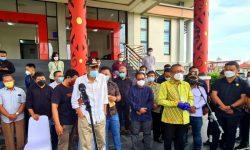 Tangis Haru Sambut Kedatangan Jenazah Almarhum Wabup Sintang di Bandara Supadio