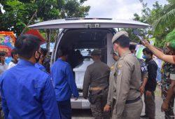 Ambulan Yang Membawa Jenazah Wabup SintangTiba Pukul 14.11 WIB di Rumah Duka Mungguk Serantung