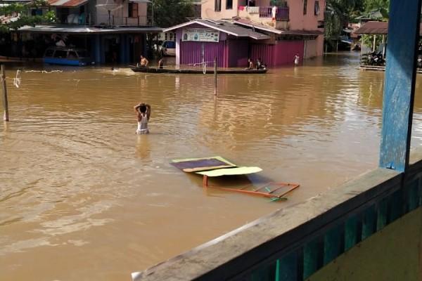 """Bupati Sintang Perintahkan Semua Intansi Terkait Turun Ke Lokasi Banjir""""Soal Biaya Jangan Jadi Masalah"""""""